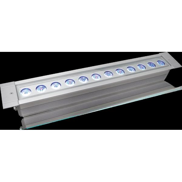Projector de luz led para exterior arclinea36tri ricardo for Luz de led para exterior
